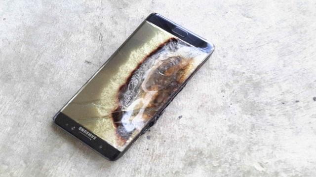 TechnoBlitz.it S7 Edge, un esemplare prende fuoco in carica.