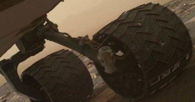 danneggiate due lamelle delle ruote di Curiosity