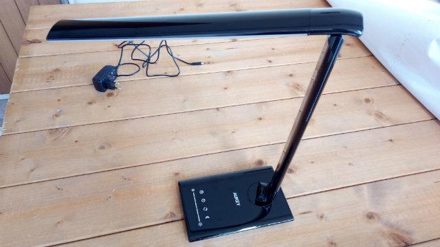 Recensione lampada da tavolo LED Aukey da 12W Smart, pieghevole