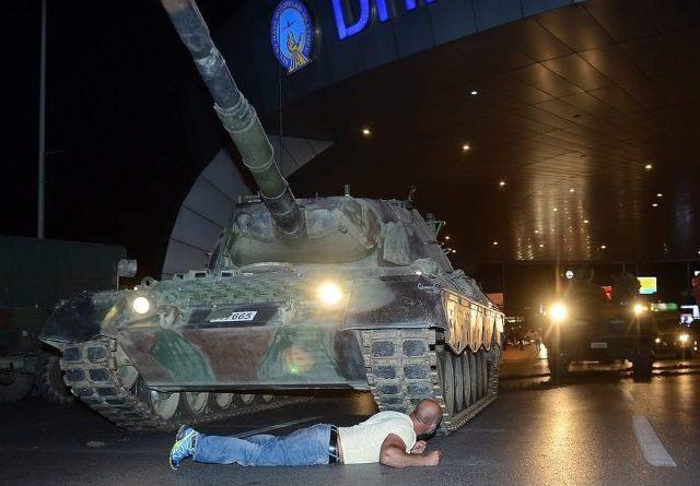 limitazioni rete per golpe in turchia