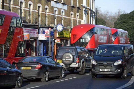 L'inquinamento di Londra è causato principalmente dal traffico.