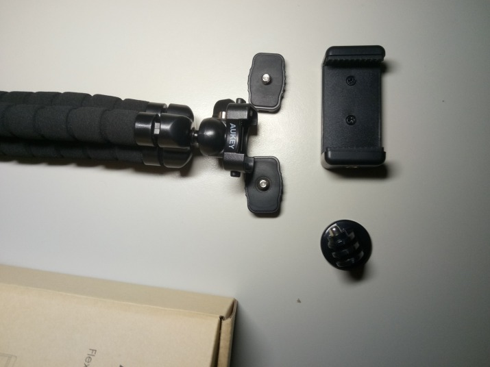 Recensione treppiedi flessibile Aukey, un ottimo gadget per registrare ovunque